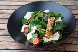 Салат со шпинатом и вялеными помидорами (170гр)